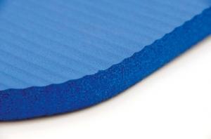 Tout savoir sur les tapis de yoga for Tapis yoga avec canapé avec pouf intégré
