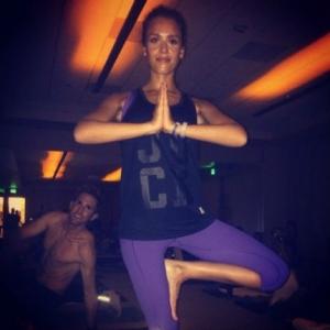 Jessica-Alba-Yoga
