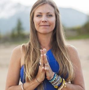 rachel-brathen-professeur-yoga