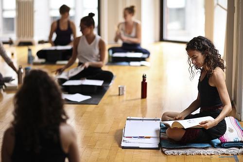 comment devenir prof de yoga. Black Bedroom Furniture Sets. Home Design Ideas