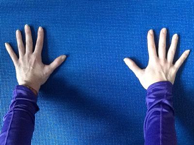 mains-glissantes-sueur-tapis-yoga