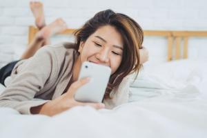 smartphone au lit