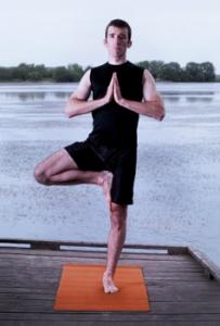 arbre-posture-yoga-hommes