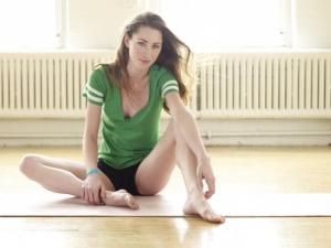 tara-stiles-strala-yoga