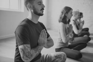Yoga en tiempo de intercambio y decompartir. Sabiens.net