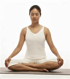 Postura de yoga para meditación y respiración. Sabiens.net