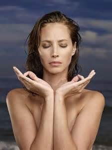 Le yoga pour se sentir plus présent au monde et à soi même
