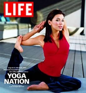 Eva-Longoria-Yoga