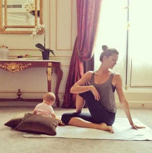 Gisele-Bundchen-Yoga