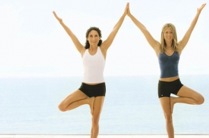 jennifer-aniston-stars-yoga
