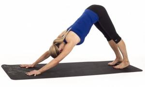 posture-chien-tete-en-bas-souplesse-yoga