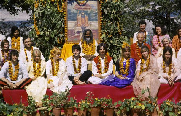 beatles-inde-rishikesh-1968-yoga