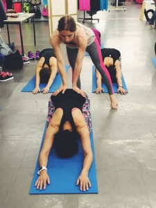 postura de yoga para niños