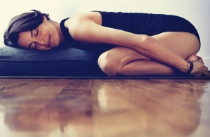 elena-brower-gestion-stress-balasana-yogapassion-interview