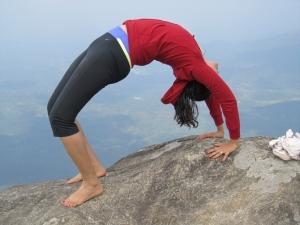 yoga-posture-de-la-roue