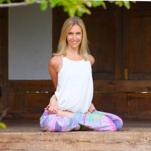 portrait-lizzie-yoga