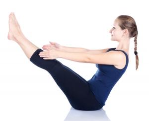 posture-bateau-fan-de-yoga
