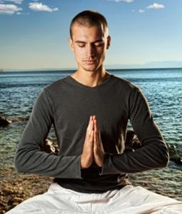 hommes-méditation-yoga
