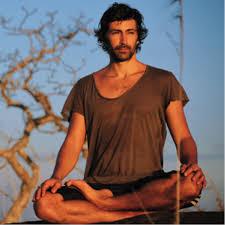 mika-de-brito-yoga