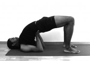 demi-pont-yoga-hommes
