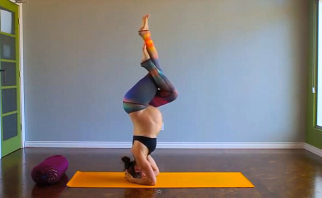 yoga-enceinte-posture-sur-la-tete