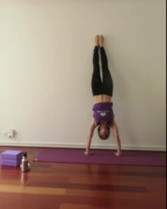 yoga-posture-sur-les-mains